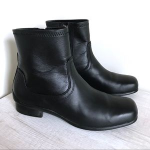 ARAVON Leather Square Toe Comfort Ankle Booties 8